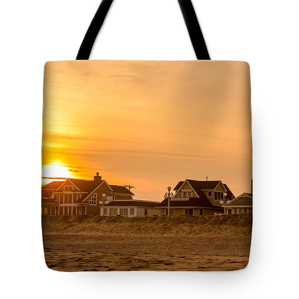 Winter Shore Sunset Tote Bag