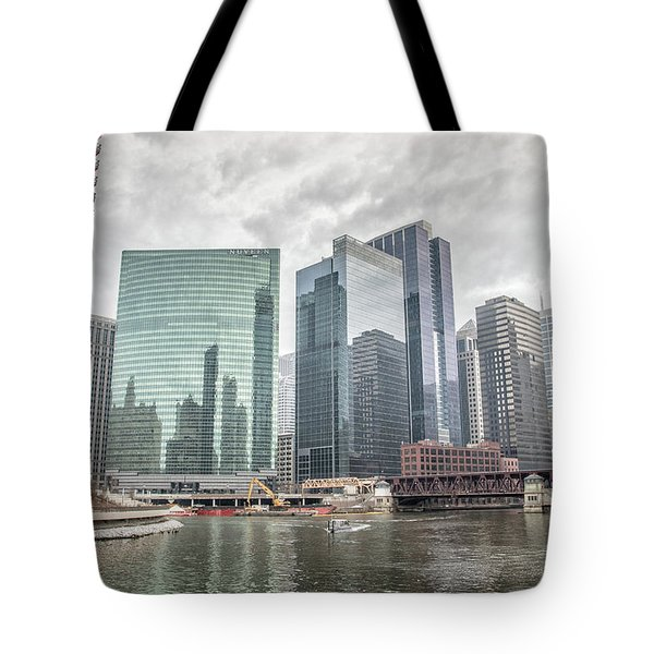 Wolf Point Where The Chicago River Splits Tote Bag by Peter Ciro