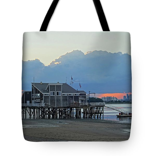 Wollaston Beach Quincy Ma Sunset Boston Skyline Quincy Ma Tote Bag