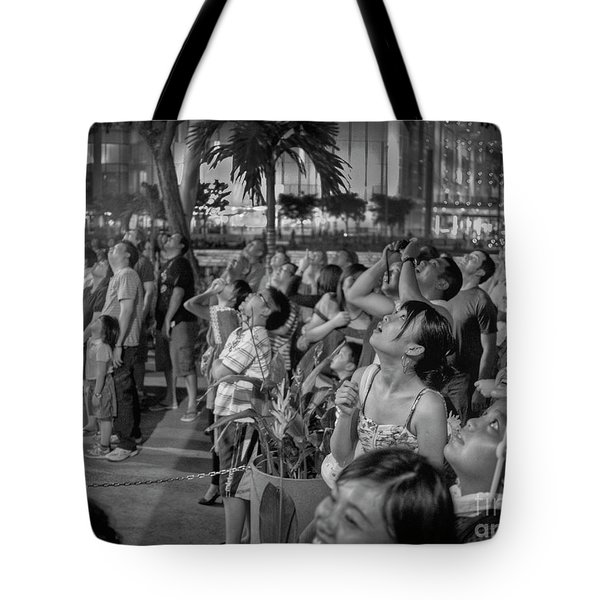 Tote Bag featuring the photograph wow by Hans Janssen