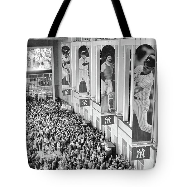 Yankee Stadium Great Hall 2009 World Series Black And White Tote Bag