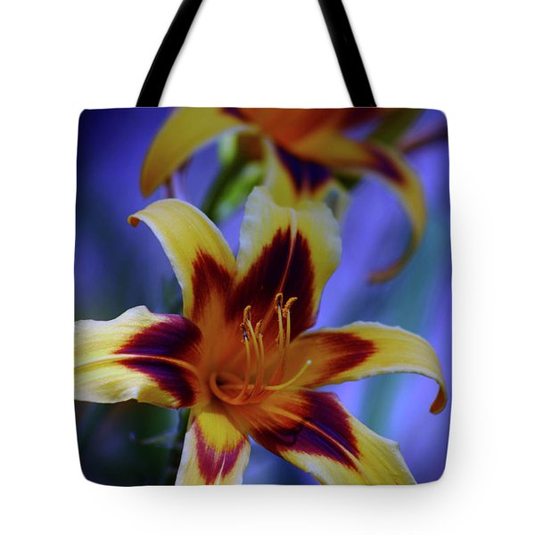 Yellow And Orange And Garnet Daylilies 1270 H_2 Tote Bag