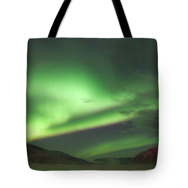 Tote Bag featuring the photograph Yukon Northern Lights 2 by Phyllis Spoor