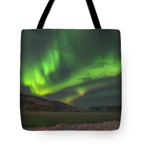 Tote Bag featuring the photograph Yukon Northern Lights 4 by Phyllis Spoor