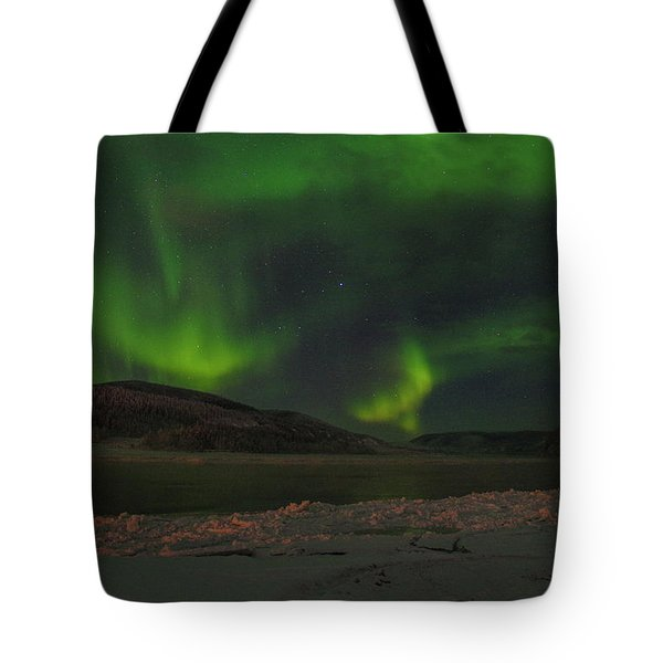 Tote Bag featuring the photograph Yukon Northern Lights 5 by Phyllis Spoor