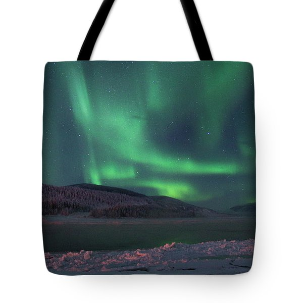 Tote Bag featuring the photograph Yukon Northern Lights 8 by Phyllis Spoor