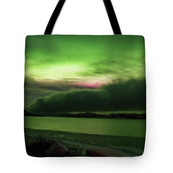 Tote Bag featuring the photograph Yukon Northern Lights 9 by Phyllis Spoor