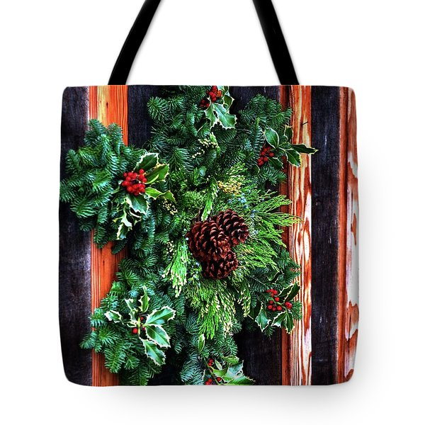 Tote Bag featuring the photograph Christmas Wreath 20474 by Jerry Sodorff
