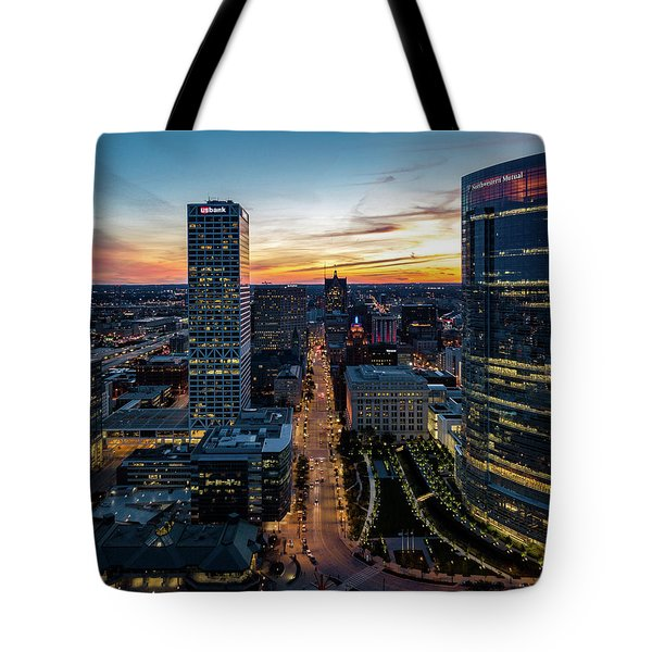 Tote Bag featuring the photograph Wisconsin Avenue by Randy Scherkenbach