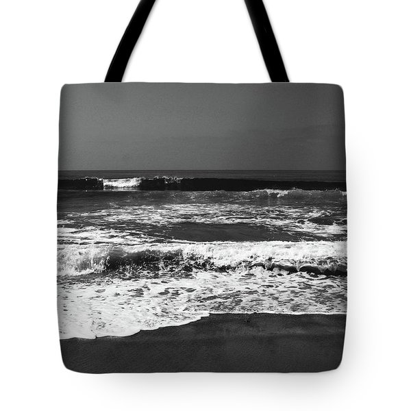 Black And White Beach 4- Art By Linda Woods Tote Bag