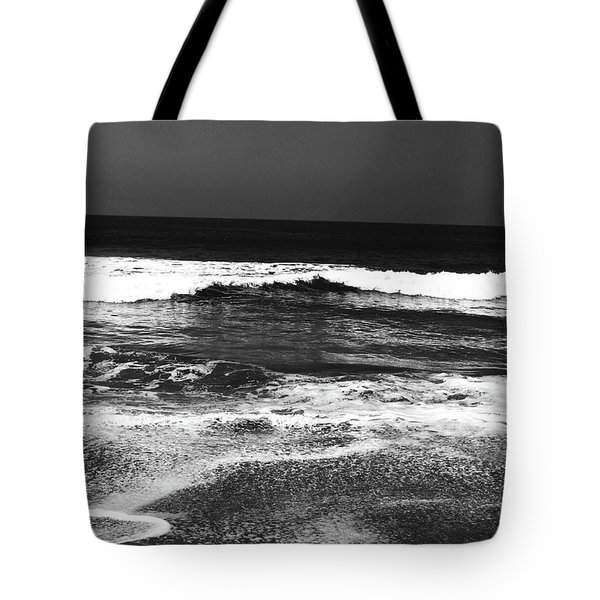 Black And White Beach 7- Art By Linda Woods Tote Bag