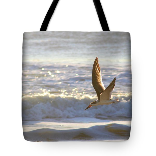 Tote Bag featuring the photograph Black Skimmer In Flight by Robert Banach