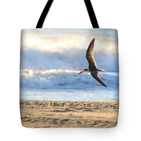 Tote Bag featuring the photograph Black Skimmer Soaring by Robert Banach