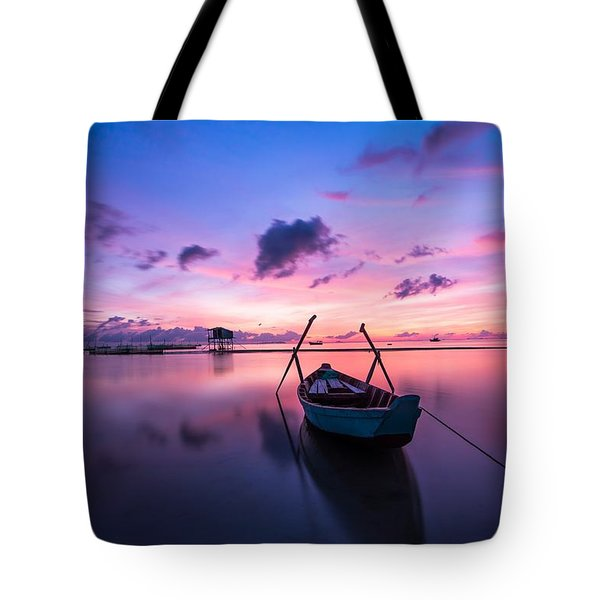 Boat Under The Sunset Tote Bag