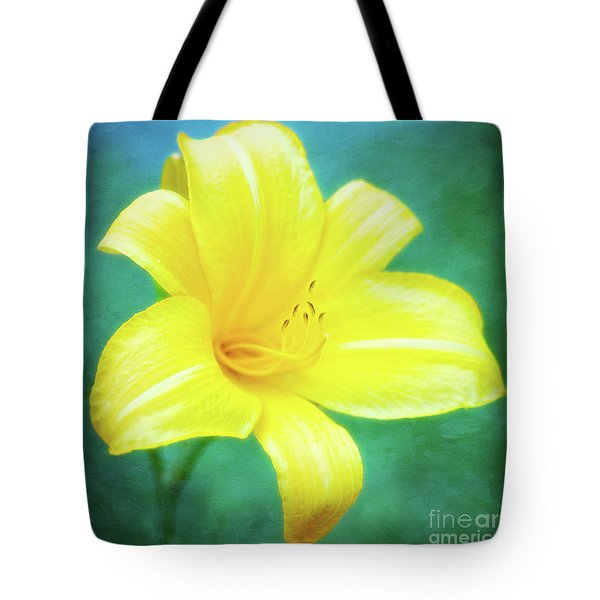Buttered Popcorn Daylily In Her Glory Tote Bag