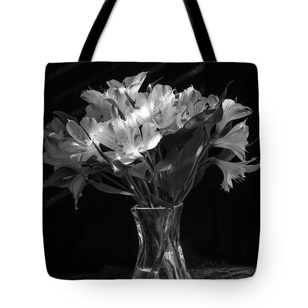 Dramatic Flowers-bw Tote Bag