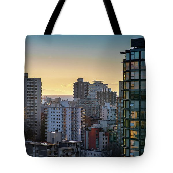 Dusky Hues Over The Pacific Tote Bag