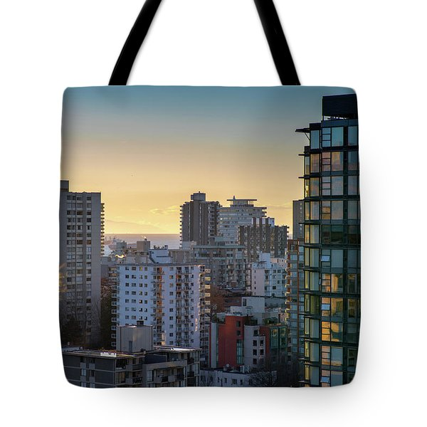 Tote Bag featuring the photograph Dusky Hues Over The Pacific by Ross G Strachan
