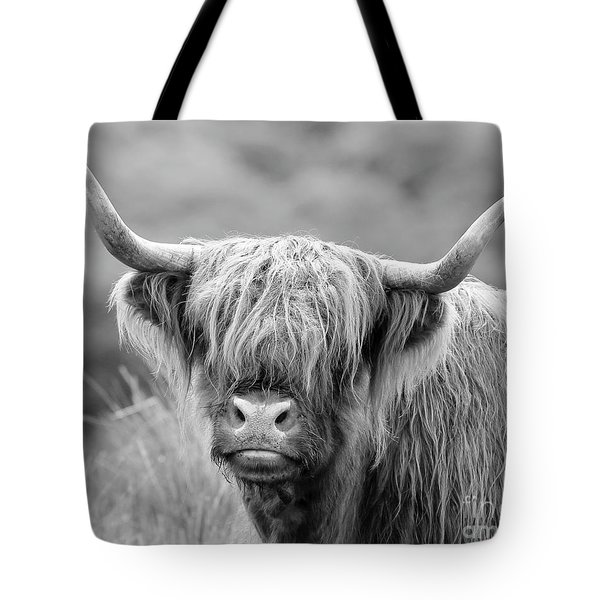 Face-to-face With A Highland Cow - Monochrome Tote Bag