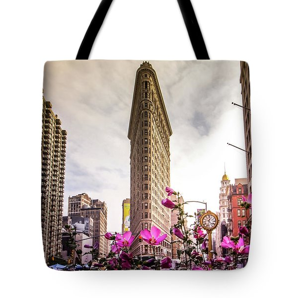 Flatiron And Flowers Tote Bag