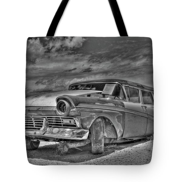 Ford Country Squire Wagon - Bw Tote Bag