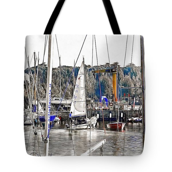 Tote Bag featuring the photograph Heading For The Lake by Dorothy Berry-Lound