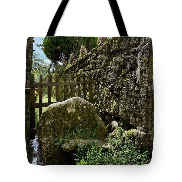 Hidden Details Of Bainte Tote Bag