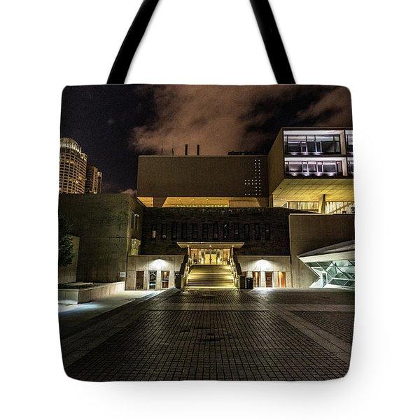 Tote Bag featuring the photograph Milwaukee County War Memorial by Randy Scherkenbach