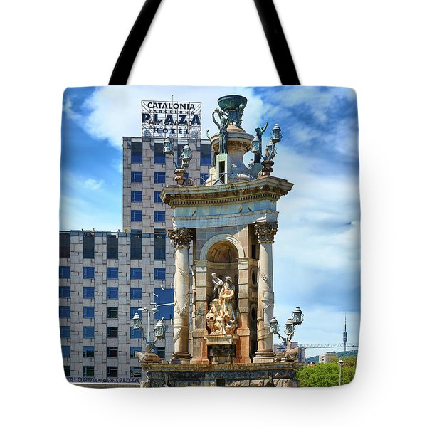 Tote Bag featuring the photograph Monumental Fountain In Barcelona by Eduardo Jose Accorinti