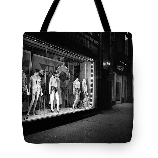 Tote Bag featuring the photograph New York, New York 12 by Ron Cline
