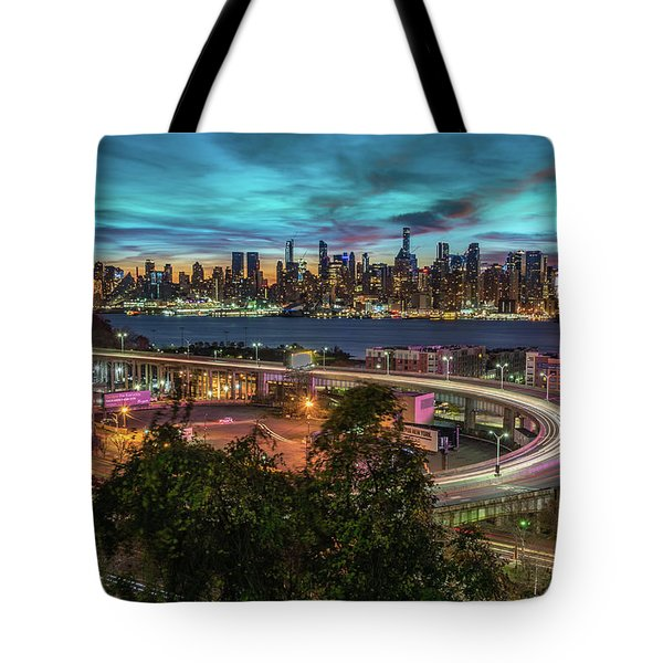 Tote Bag featuring the photograph Nj And Ny Sunrise by Francisco Gomez