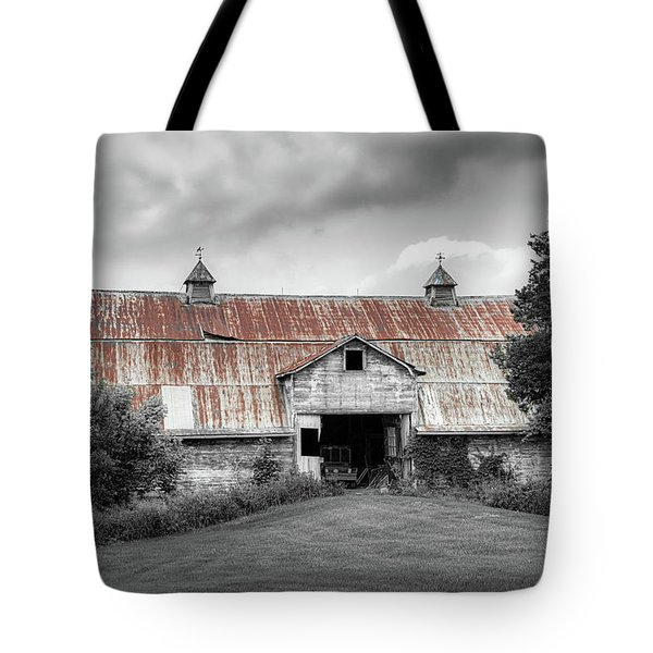 Ohio Barn In Black And White Tote Bag