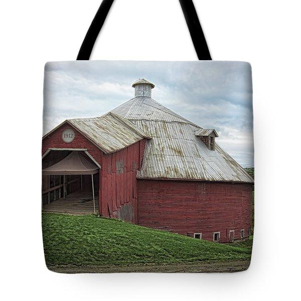 Round Barn - Mansonville, Quebec Tote Bag