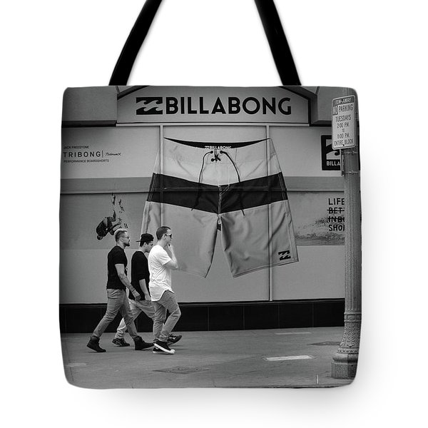 Tote Bag featuring the photograph Strolling Hollywood by Ron Cline
