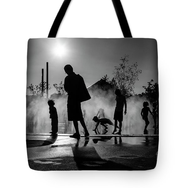 Tote Bag featuring the photograph Summer In Paris by Hans Janssen
