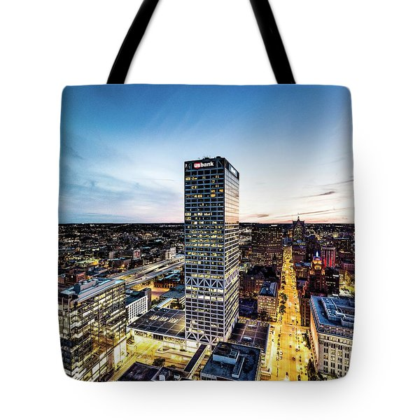 Tote Bag featuring the photograph Us Bank Tower by Randy Scherkenbach