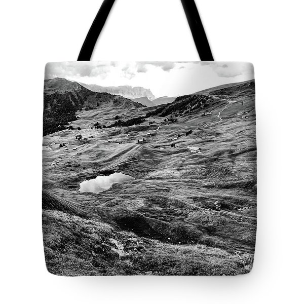 Val Gardenia Black And White Tote Bag
