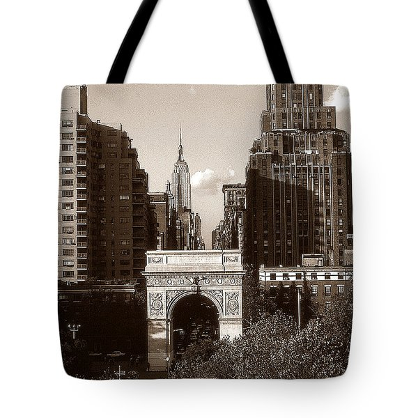 Washington Arch And New York University - Vintage Photo Art Tote Bag