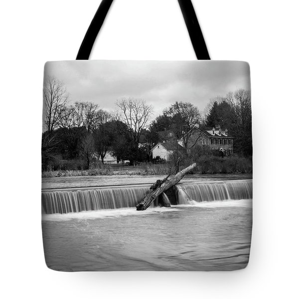 Wehr's Dam - Black And White Tote Bag