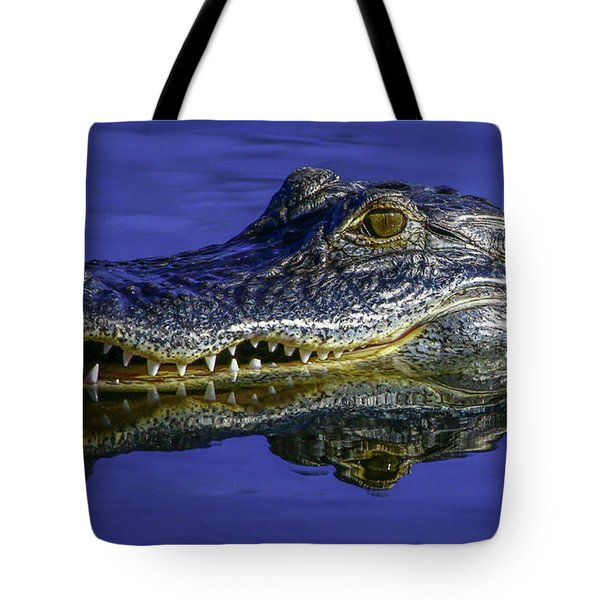 Tote Bag featuring the photograph Wetlands Gator Close-up by Tom Claud