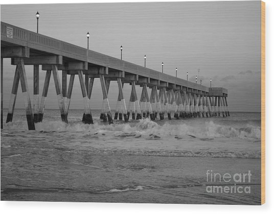 A Black And White Of Johnnie Mercers Pier At Daybreak Wood Print