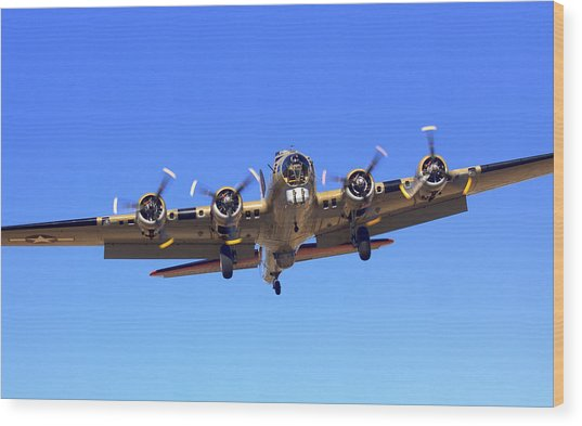 B17 Flying Fortress On Approach At Livermore Klvk Wood Print