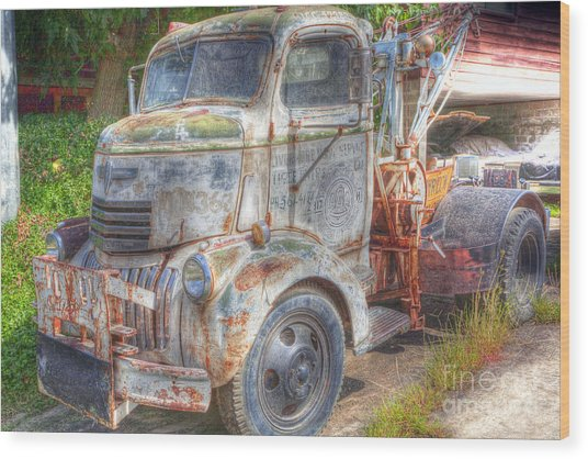 0281 Old Tow Truck Wood Print