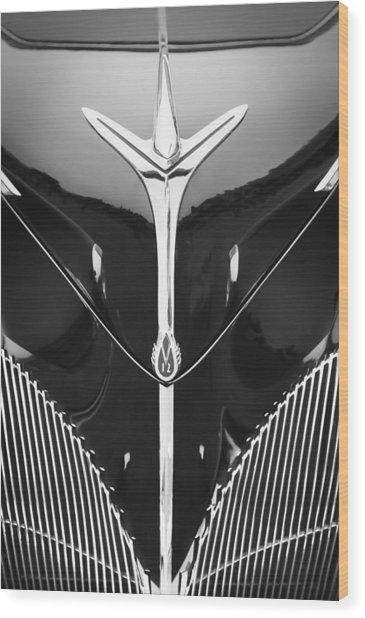 1940 Lincoln-zephyr Convertible Grille Emblem - Hood Ornament Wood Print