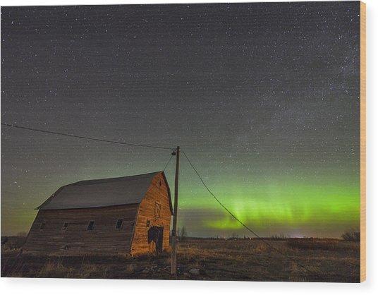 Barn Aurora Wood Print