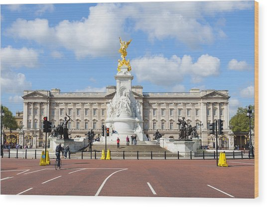 Buckingham Palace In London Wood Print