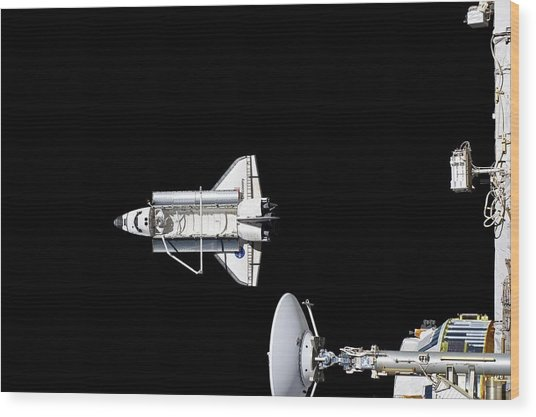 Discovery Departing The Iss Wood Print by Nasa/science Photo Library