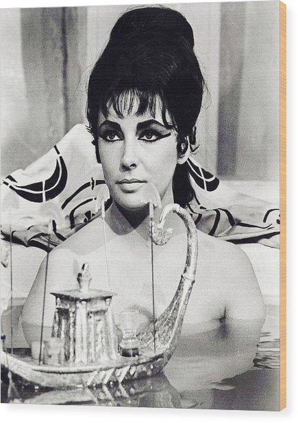 Elizabeth Taylor In Cleopatra  Wood Print