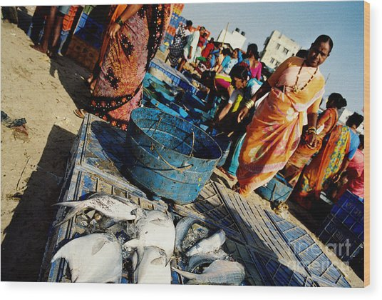 Fish Market Wood Print by Candido Salghero