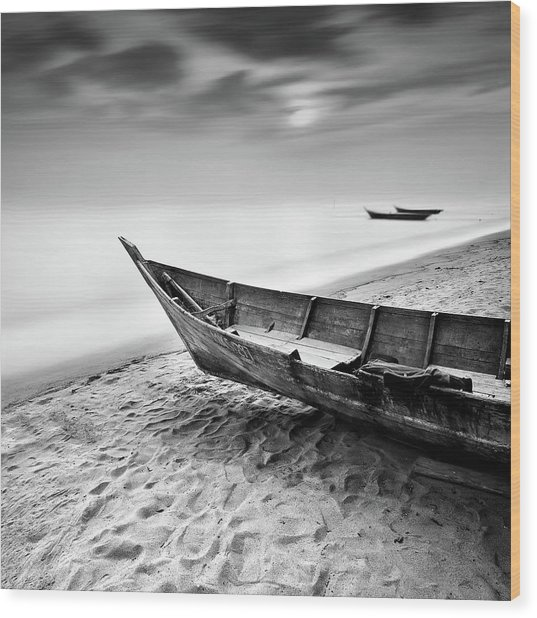 Fisherman Boat At Beach In Black And Wood Print by Photography By Azrudin